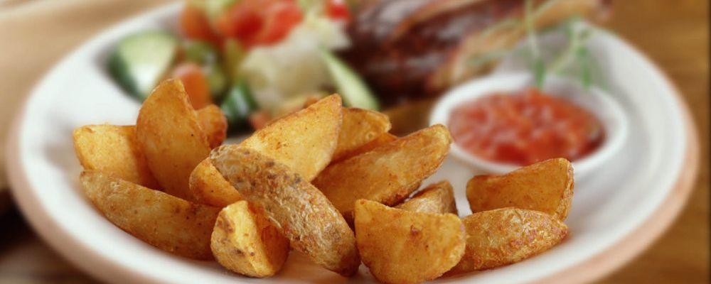 Ребрышки с пряными картофельными дольками и сальсой